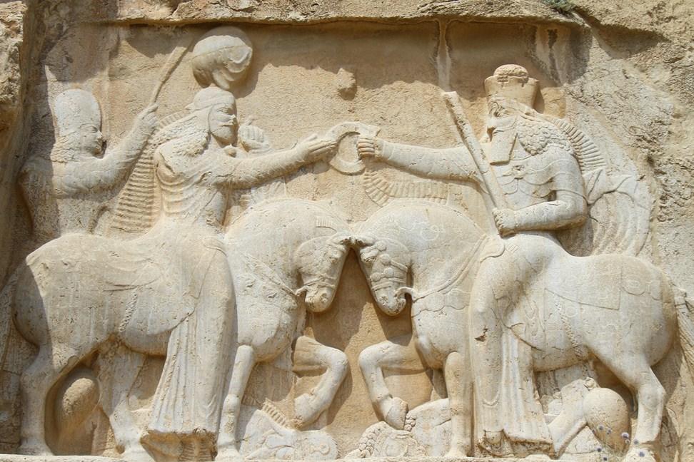 82 Vestitur Shahpurs durch Ahura Mazda (Copy)