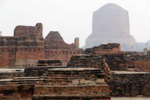Sarnath, Klosterruinen und Stupa